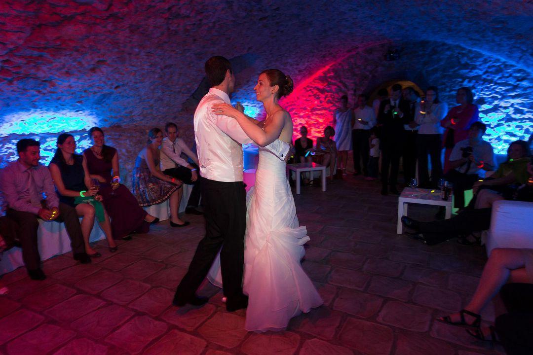 Eröffnungstanz des Brautpaars in stimmungsvoller Atmosphäre, Hochzeitsfotos von Peter Vogel, Hamburg