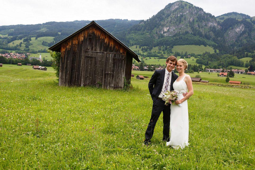 Hochzeitsfoto von jungem Paar im Allgäu, von Peter Vogel, Hamburg