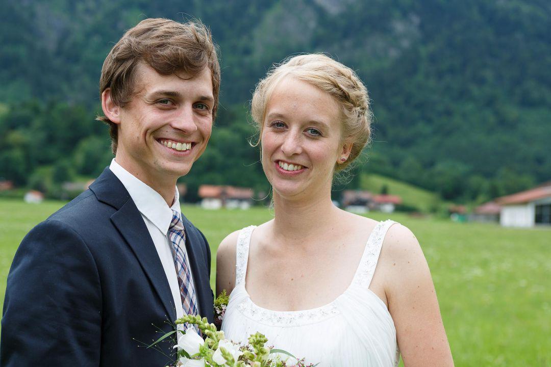 Hochzeitspaarfoto mit jungem Brautpaar von Hochzeit Fotograf Hamburg Peter Vogel