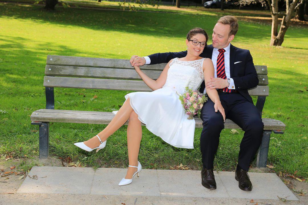 Brautpaarfoto auf Parkbank von Peter Vogel, Hamburg