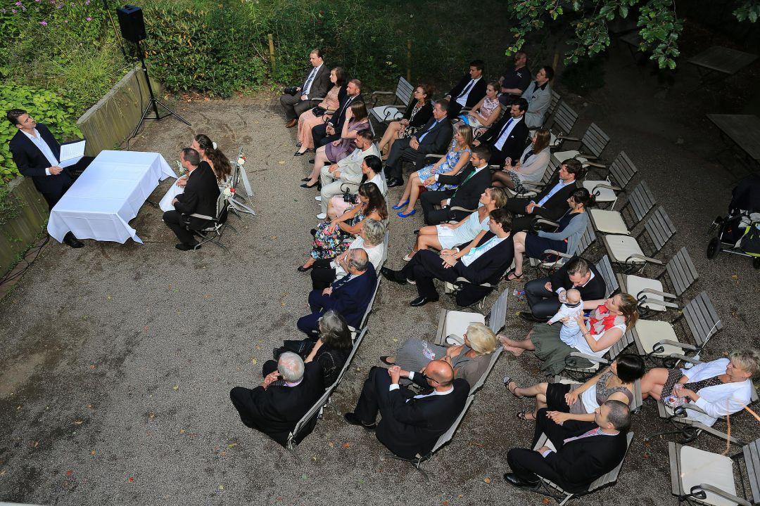 Hochzeitsgesellschaft während der Truung. Hochzeitsfotos von Peter Vogel, Hamburg