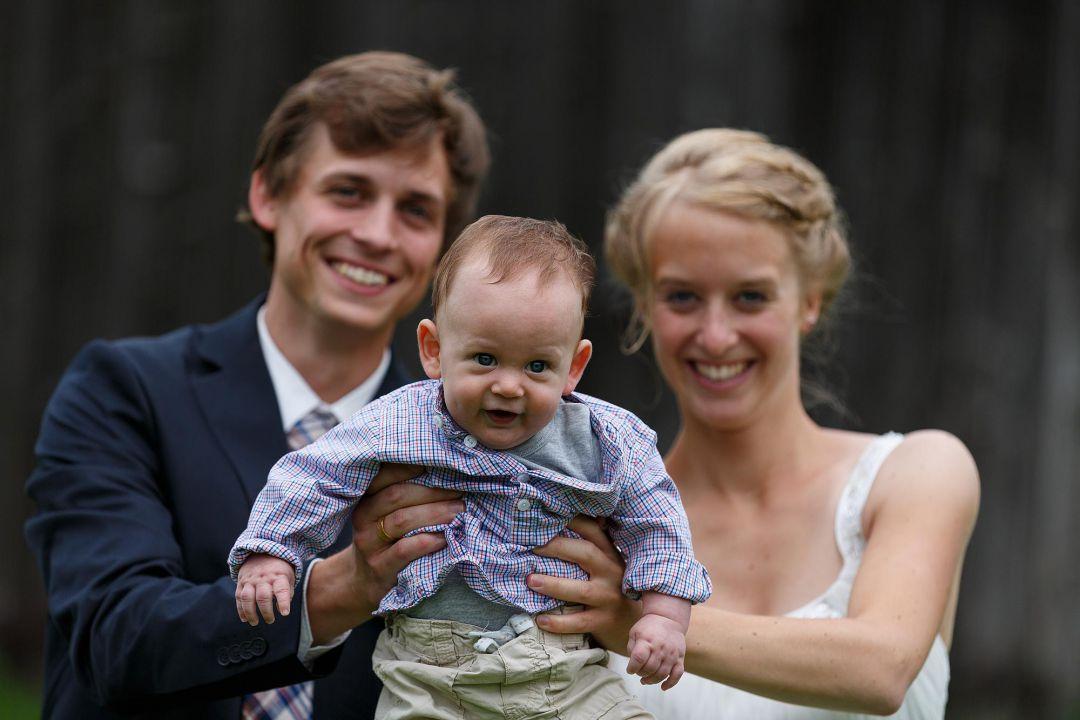 Hochzeitsfoto vom Brautpaar mit Baby, von Peter Vogel, Hamburg
