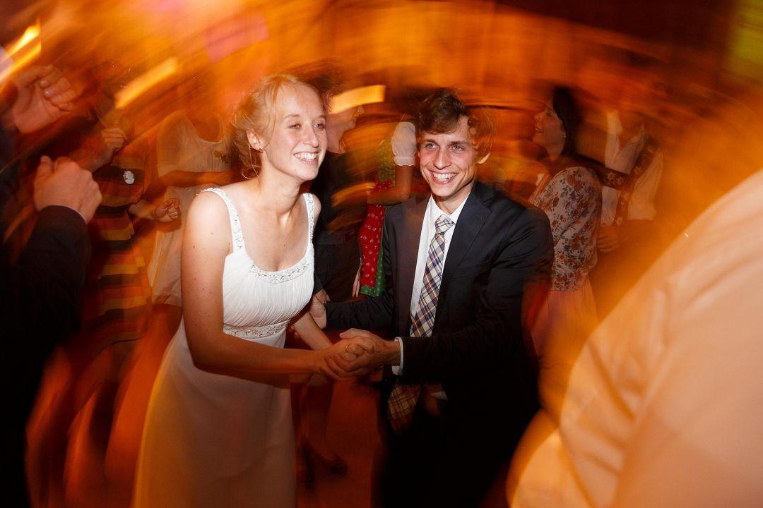 Das Brautpaar tanzt, Hochzeitsfotos von Peter Vogel, Hamburg