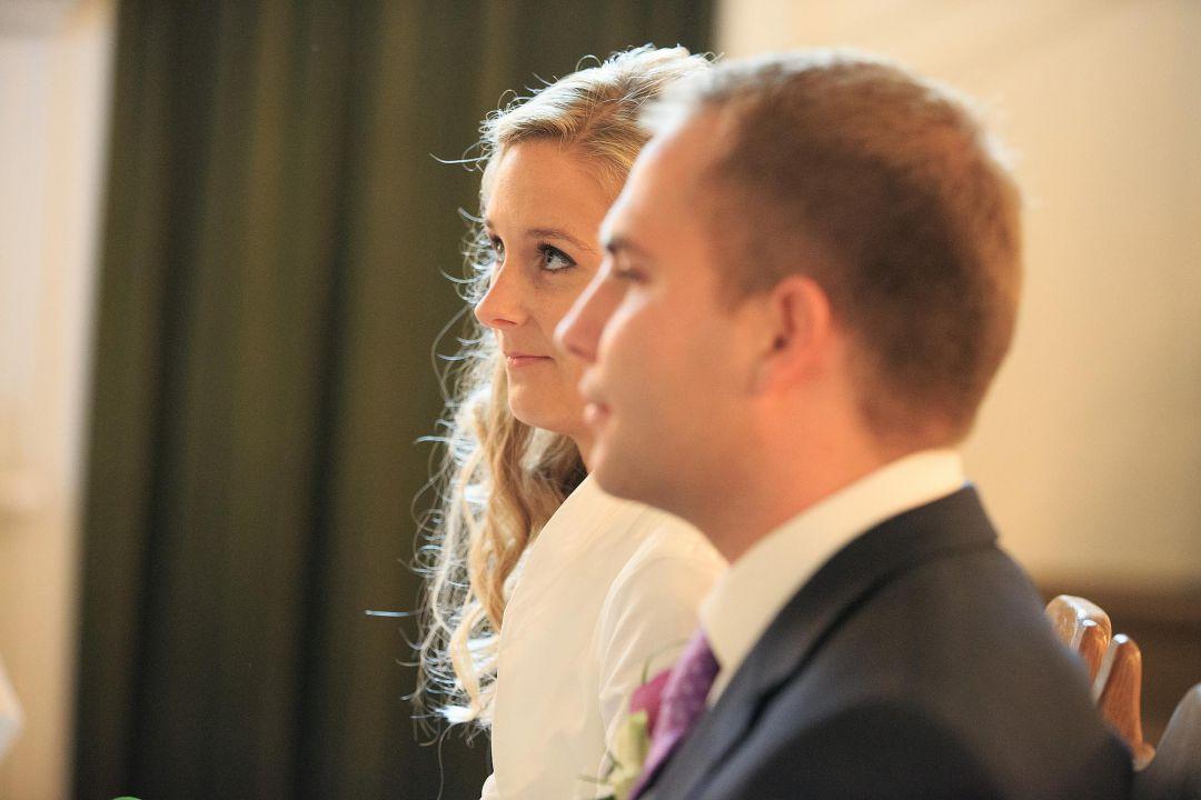 Bild von der Braut während der kirchlichen Trauung, Hochzeitsfotos von Peter Vogel, Hamburg