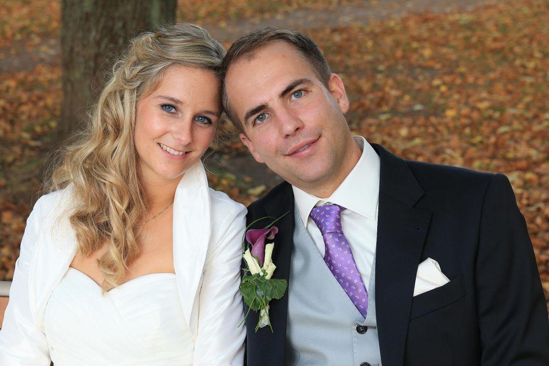 Portrait vom Brautpaar im herbstlichen Park, Hochzeitsfotos von Peter Vogel, Hamburg