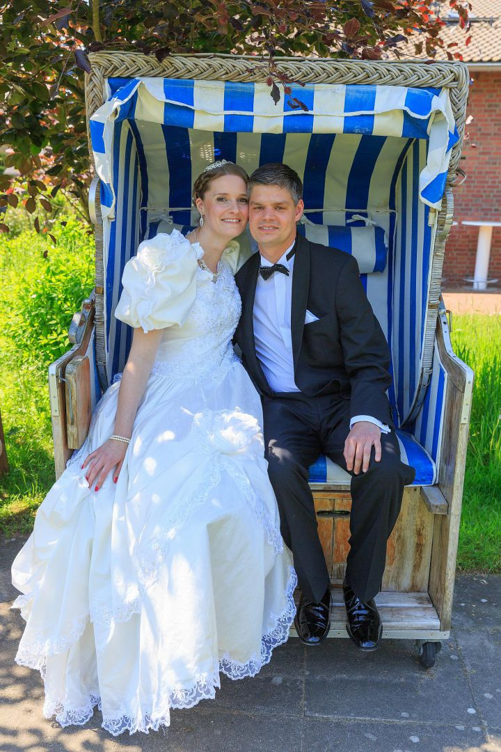 Hochzeitspaar im Strandkorb vom Hochzeitsfotografen Peter Vogel