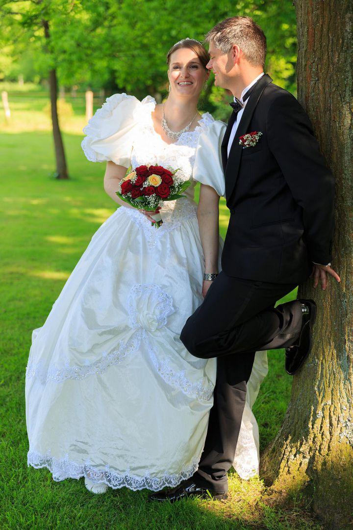 Hochzeitspaar im Garten Bild vom Hochzeitsfotografen Peter Vogel