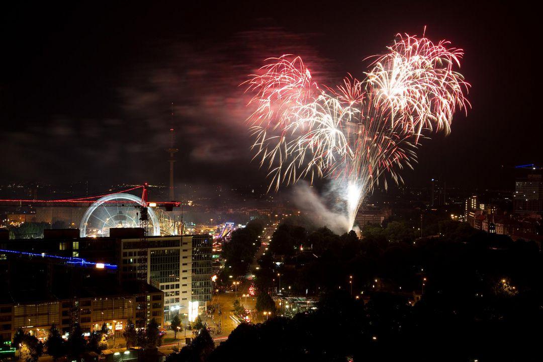 Feuerwerk bei einer Hochzeitsfeier. Hochzeit Fotograf Hamburg Peter Vogel