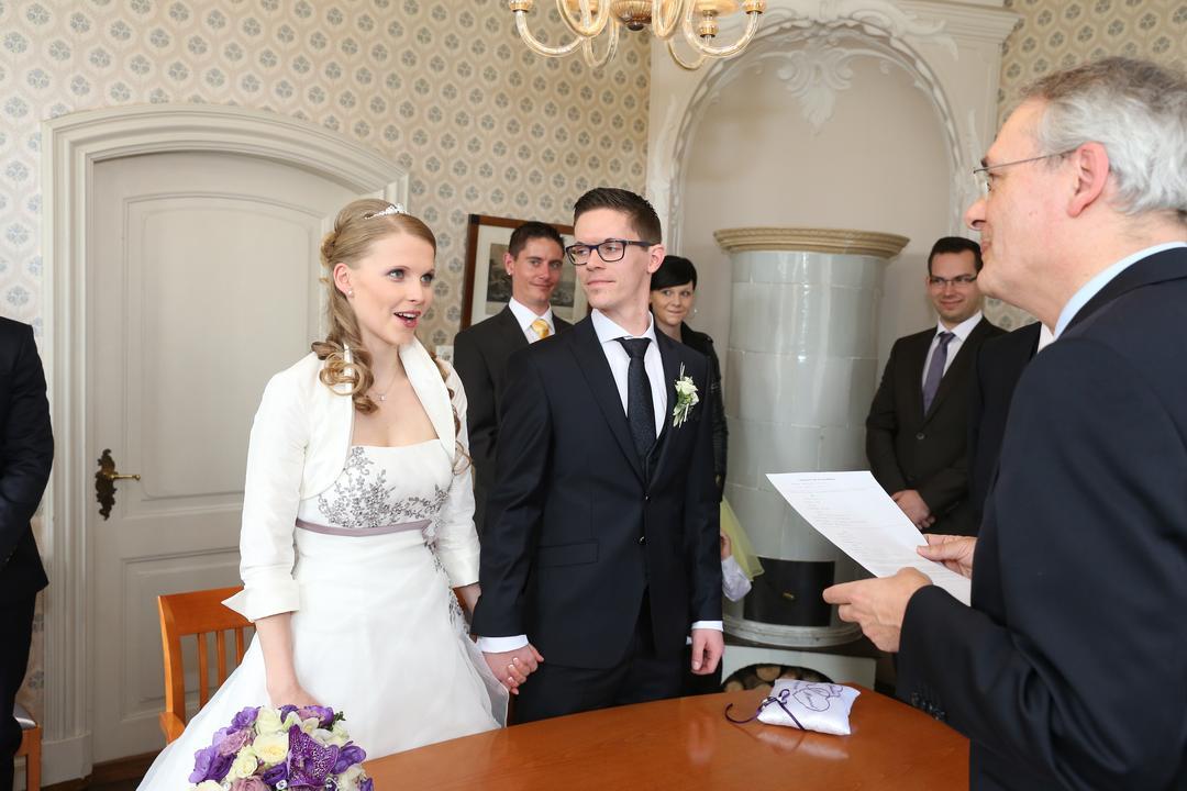 Erfrischendes, junges Brautpaar im Stevenhagenhaus beim Ja-Wort, Hochzeitsfotos von Peter Vogel, Hamburg